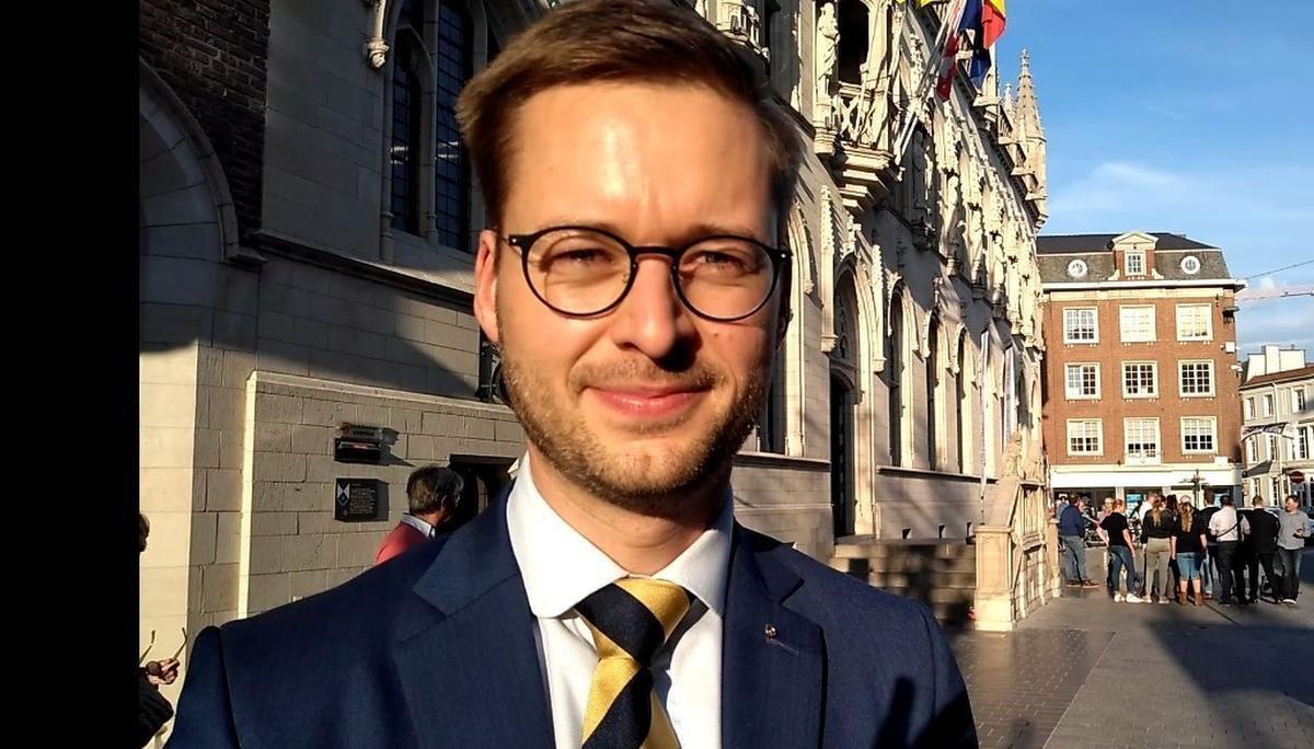 Wouter Vermeersch (Vlaams Belang) zorgt wel vaker voor controverse in de Kortrijkse gemeenteraad.