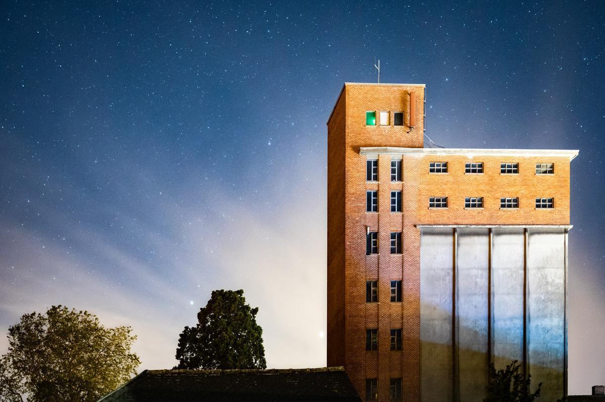 Ook Aarsele levert 's nachts sprookjesachtige taferelen op. (foto Pieter Soenens)