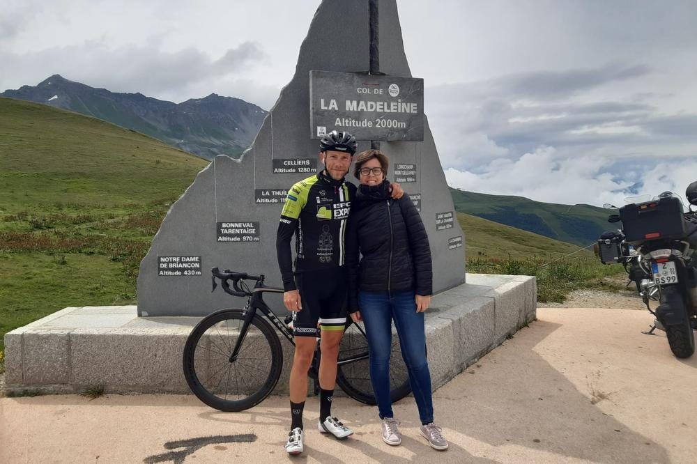 A ride for Alain (18): 'A Lucky Man' op de top van Alpe d'Huez, yes