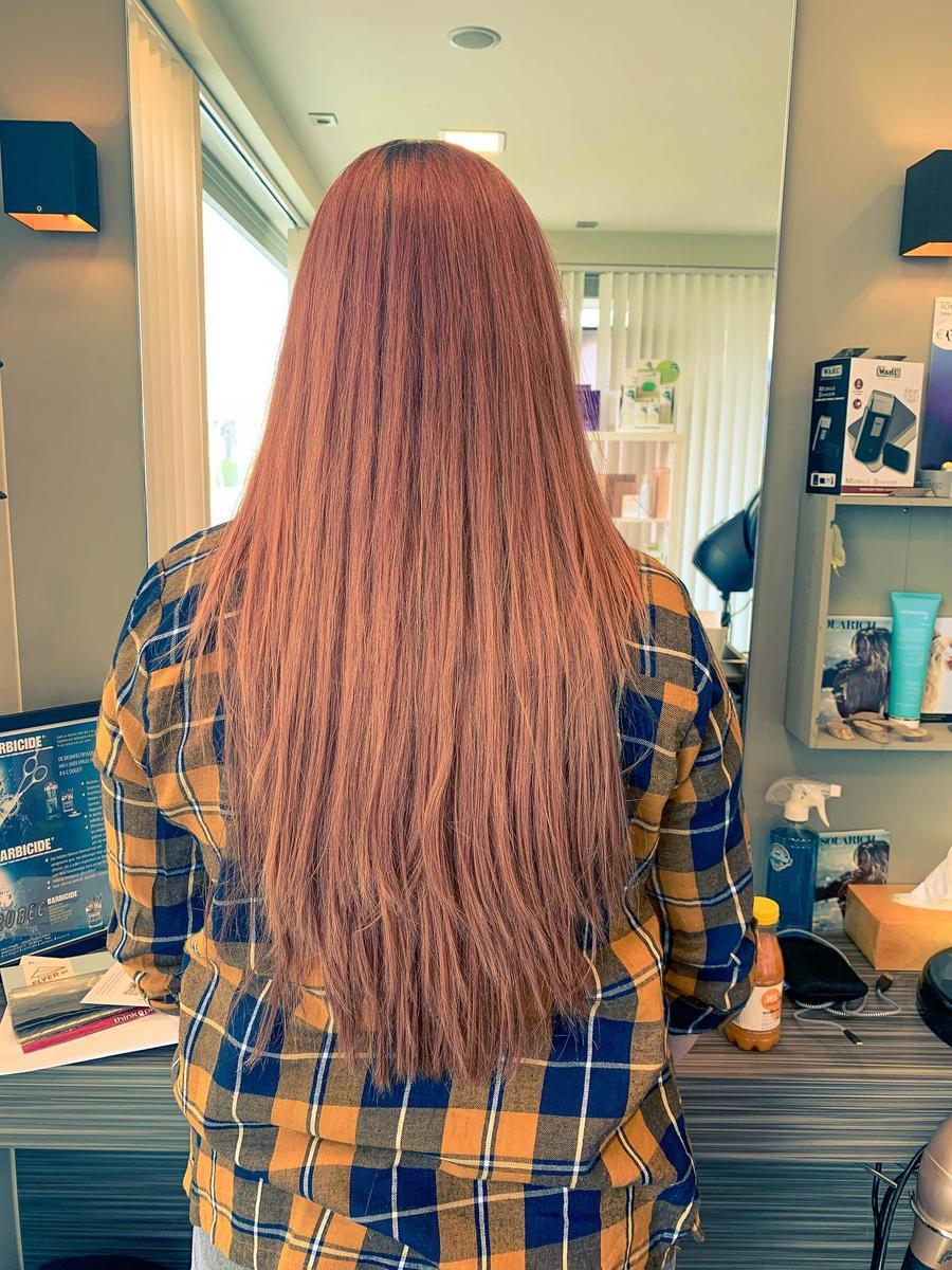 Arusha Verhalle, die haren schonk aan Think Pink, zelf getroffen door kanker