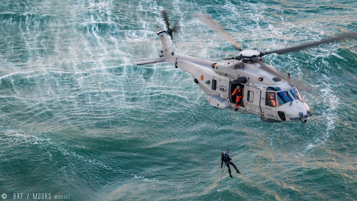 Helikopterpilote Valerie (40) getuigt over ramp op Noordzee waarbij kleine Artin stierf