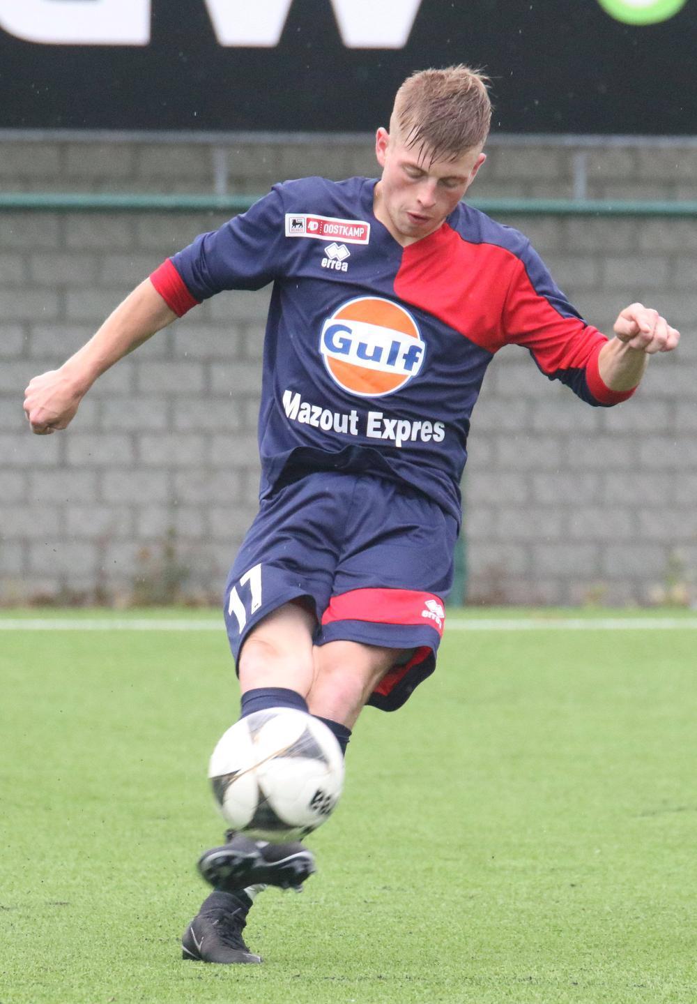 Arvid Lenihan speelt al zes seizoenen in de hoofdmacht van KSV Oostkamp.