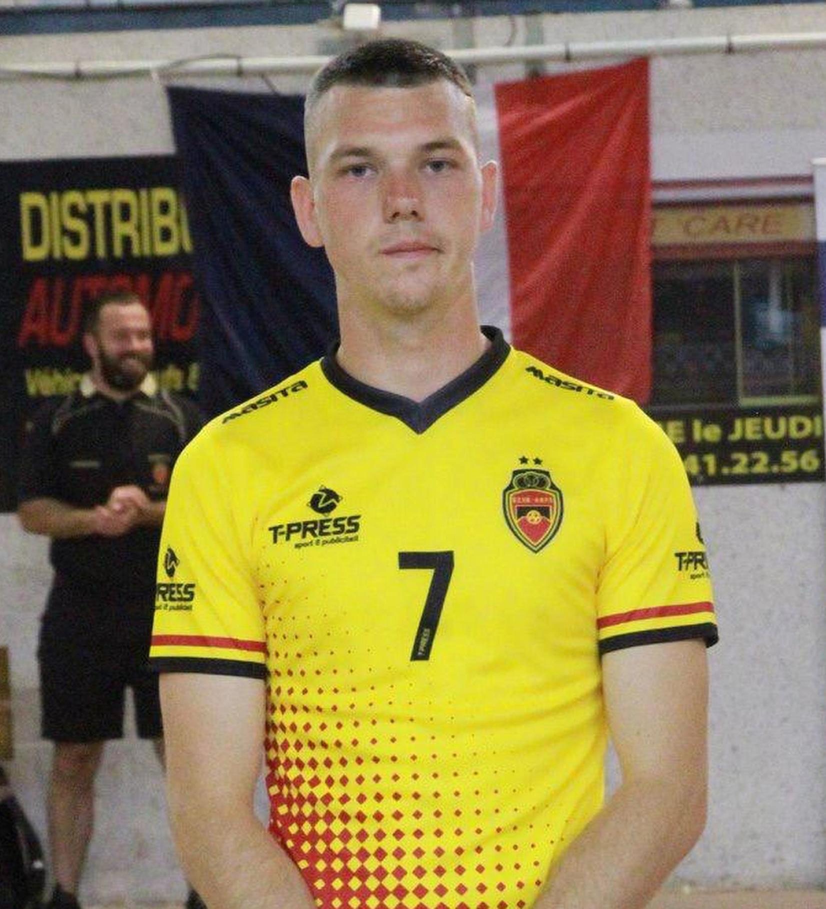 Hij behoort ook tot de nationale zaalvoetbalploeg.