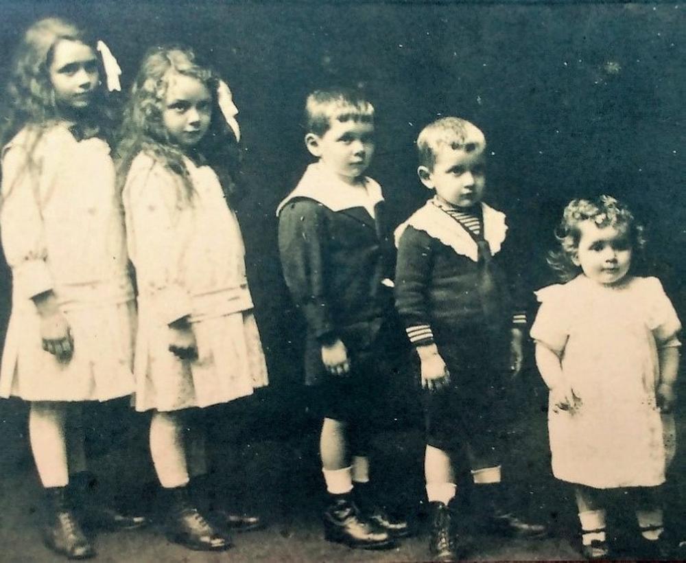 De vijf kinderen van Achiel Vansteenbrugge kwamen om tijdens de gifaanval.