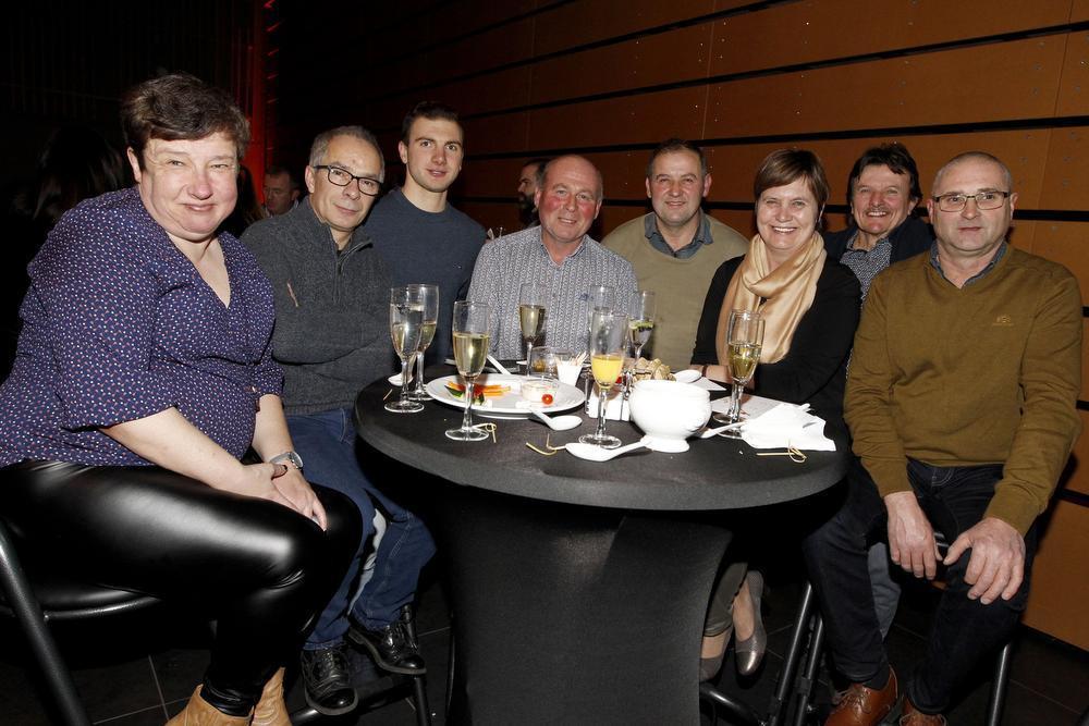 De mensen van de groendienst waren ook van de partij. We zien v.l.n.r.: Ann Delanghe, Mario Casier, Jorn Montaigne, Patrick Jonckheere, Patrick Lagein, Linda Van Quatem, Rudi Robbelin en Dirk Logghe.