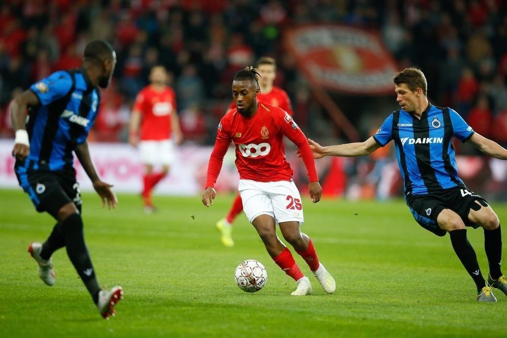 Club Brugge verliest van tien Rouches, Genk pakt vierde titel