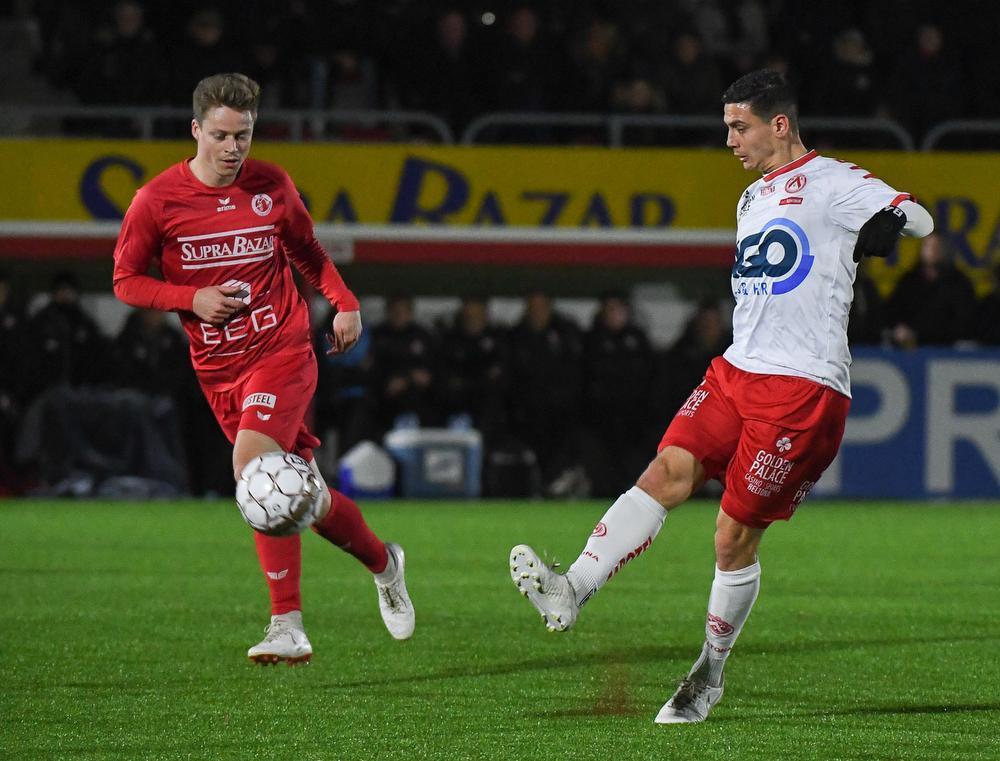 Victor Van De Wiele (links), hier in actie in de oefenmatch tegen zijn ex-club KV Kortrijk.