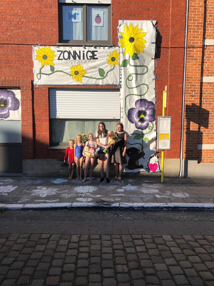 Winnaars van de zonnebloemwedstrijd.