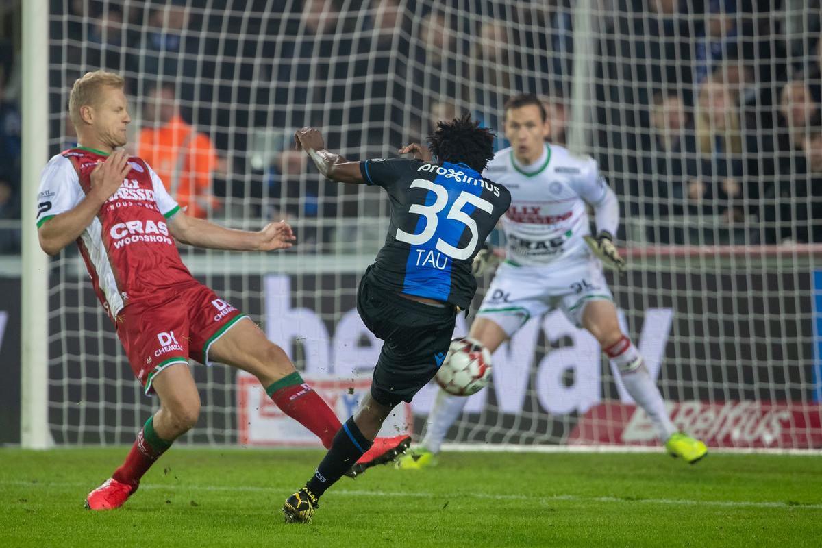 Blunder van Simon Mignolet zadelt Club Brugge met linke uitgangspositie op
