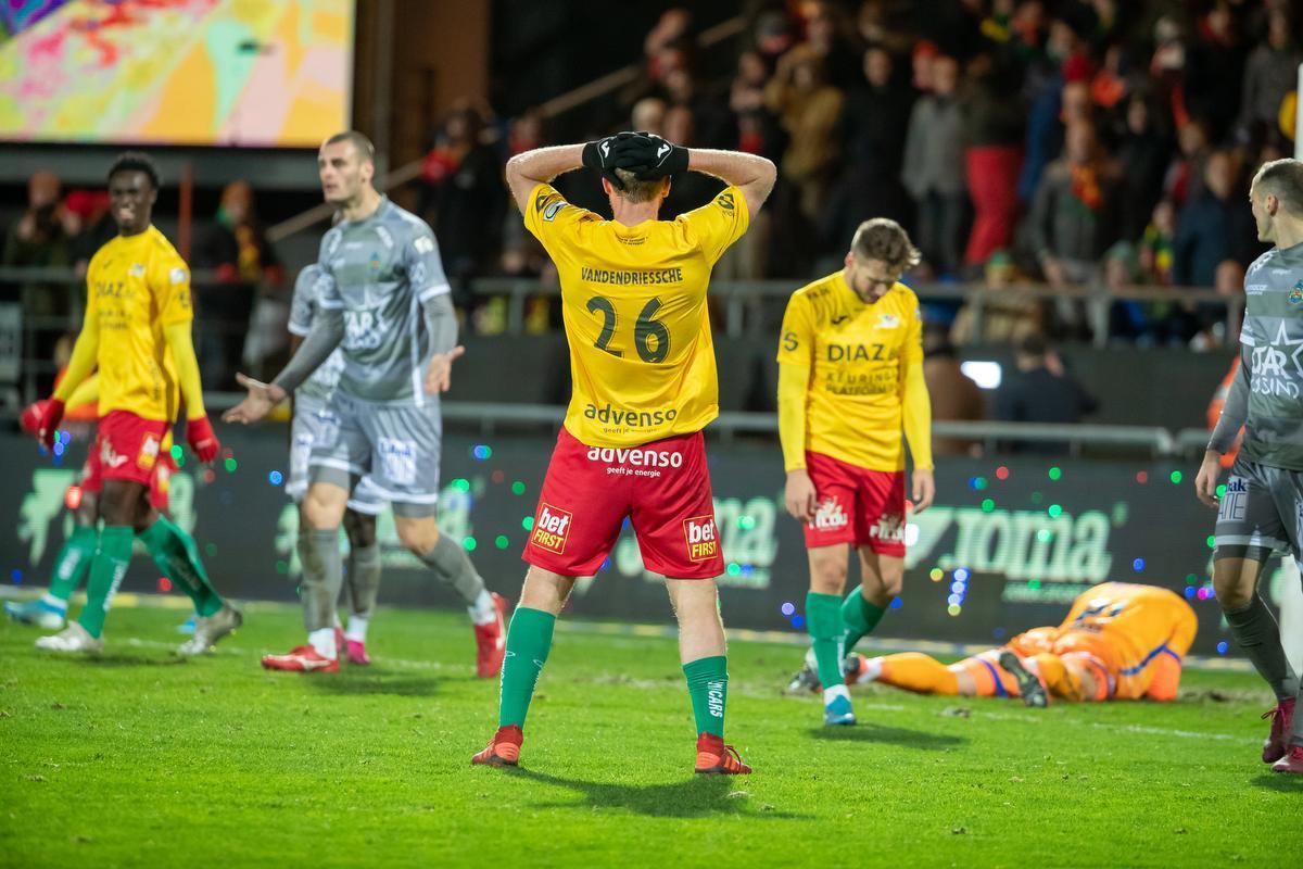 Van Wijk debuteert met pijnlijke nederlaag in degradatiekraker
