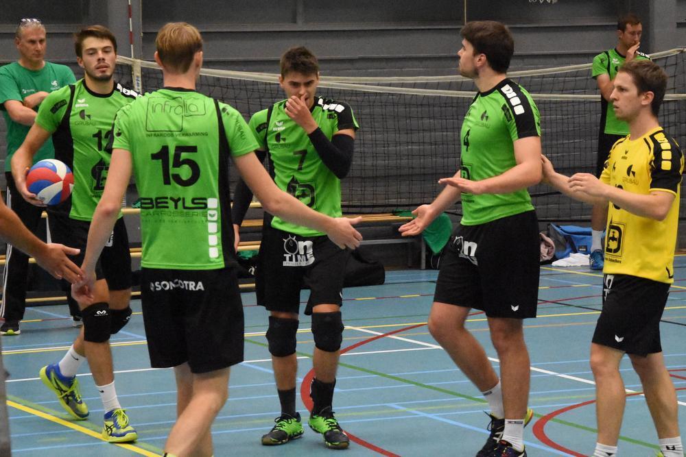 De groenhemden kenden een moeilijke start tegen de landskampioen.