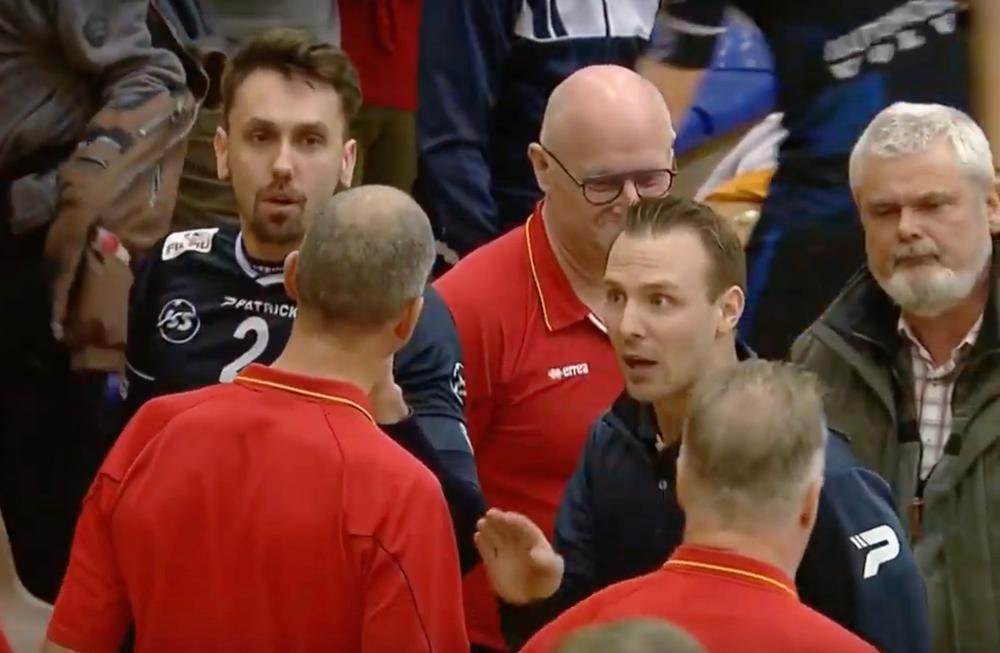 Tuerlinckx en Vanmedegael gingen na de derby verhaal halen bij de scheidsrechter.