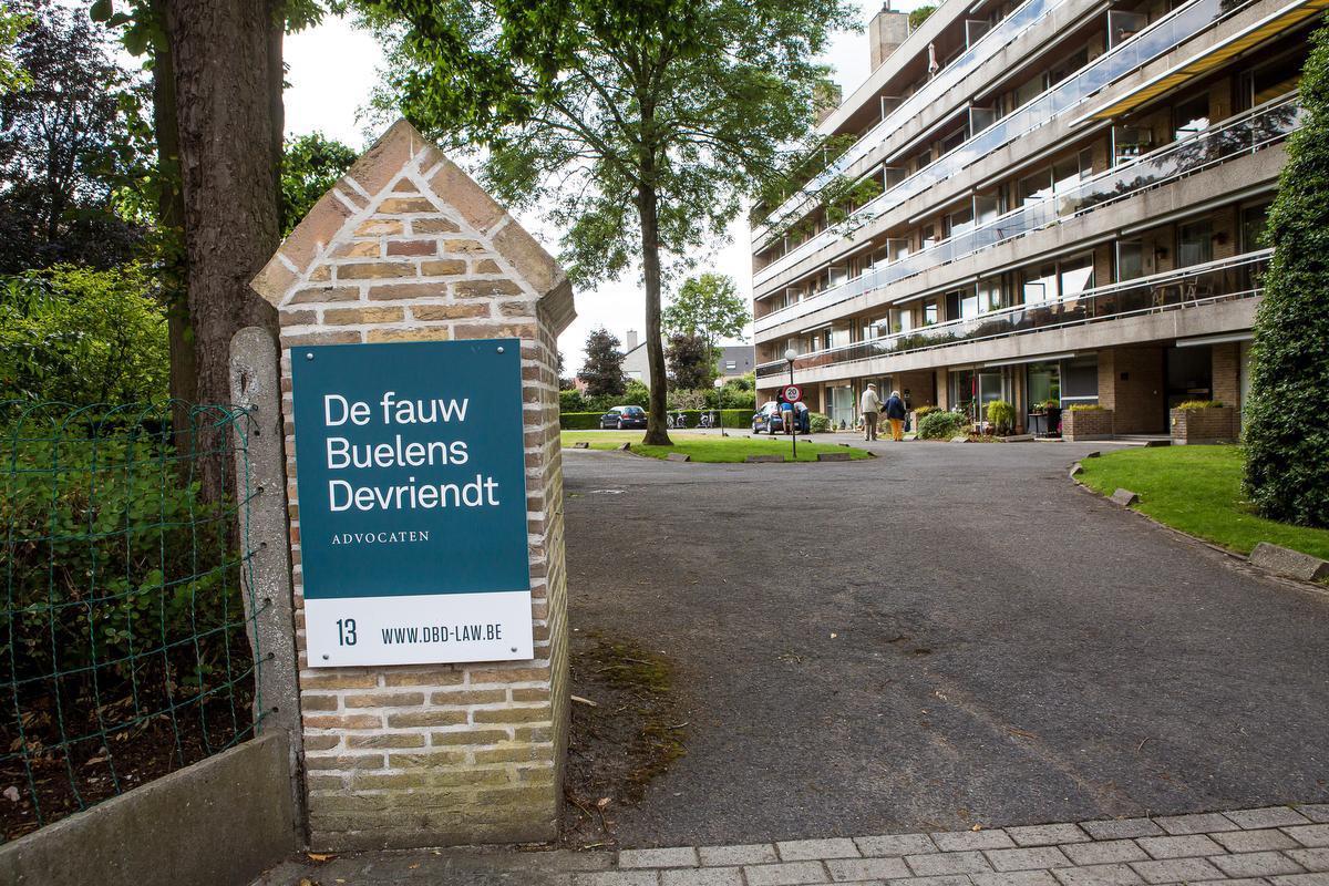 Het domein waar zowel het advocatenkantoor van Dirk De fauw als het appartementsgebouw staat waar Herman woont.