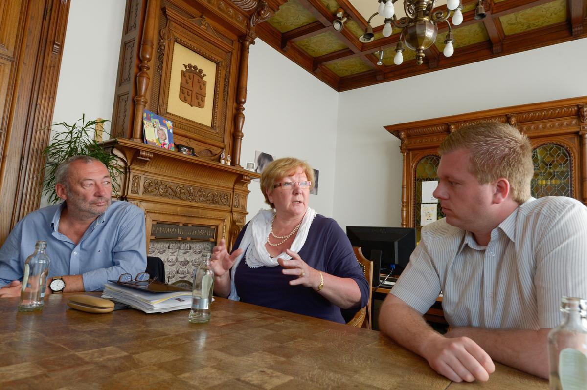 Frank Duhamel (SP.A), Gerda Mylle (CD&V) en Bert Maertens (N-VA) in gesprek voor de verkiezingen van 2014.