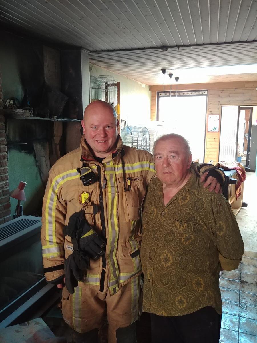 Dappere buurman redt man met handicap door brand zelf te lijf te gaan