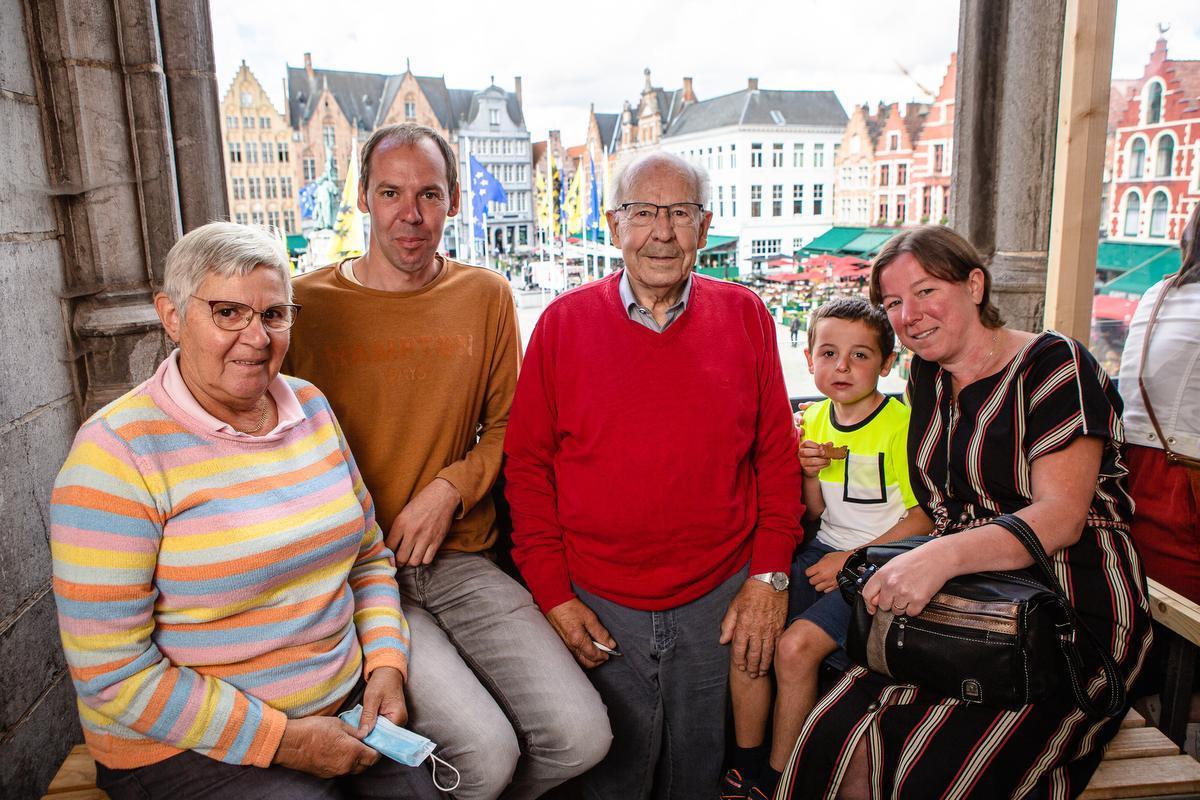 Emiel Van Eyck en Christiane Gelmont uit Ichtegem waren samen met hun zoon Kristof Van Eyck, schoondochter Liesbet Capelle, die gehuwd is met de broer van Kristof, en kleinzoon Mathis Van Eyck op de afspraak.