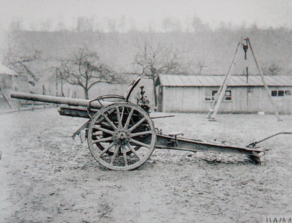 Een lokale historicus ontdekte dat er destijds mobiele veldkanonnen stonden in de Edewallestraat.