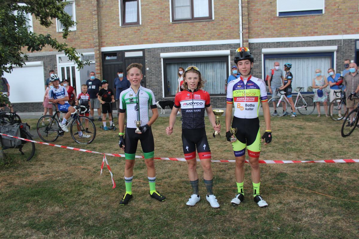 Miniemen en aspiranten aan de slag in Sint-Pieters