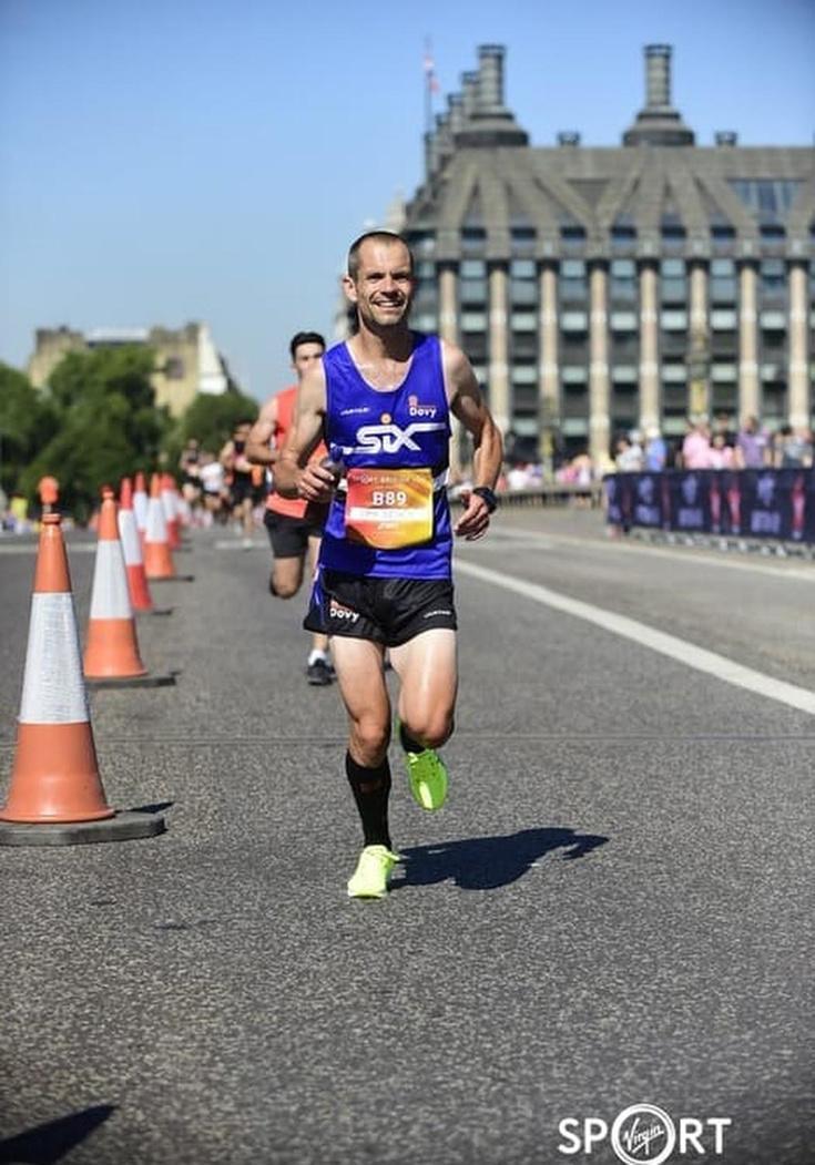 Synthetische hartklep in 2016, nu marathon onder de drie uur