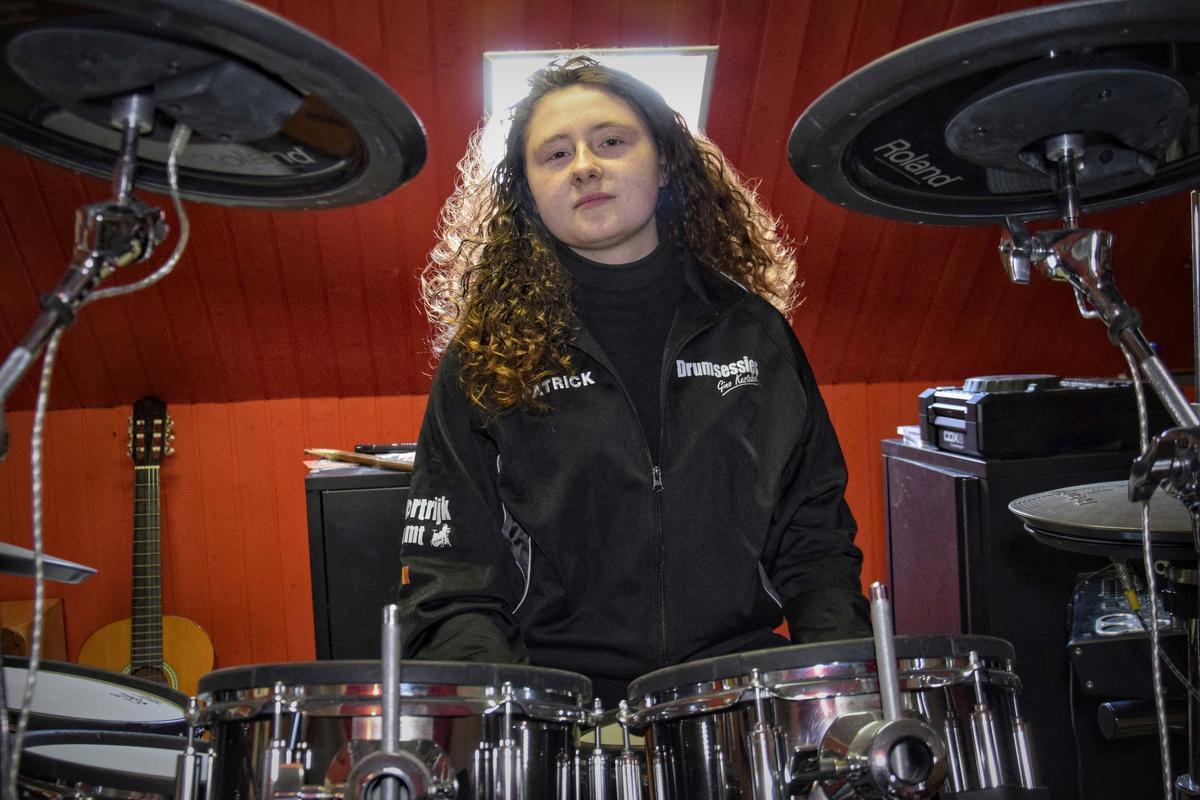 Hailie Carette (15) mocht op Alcatraz drummen voor massa volk: