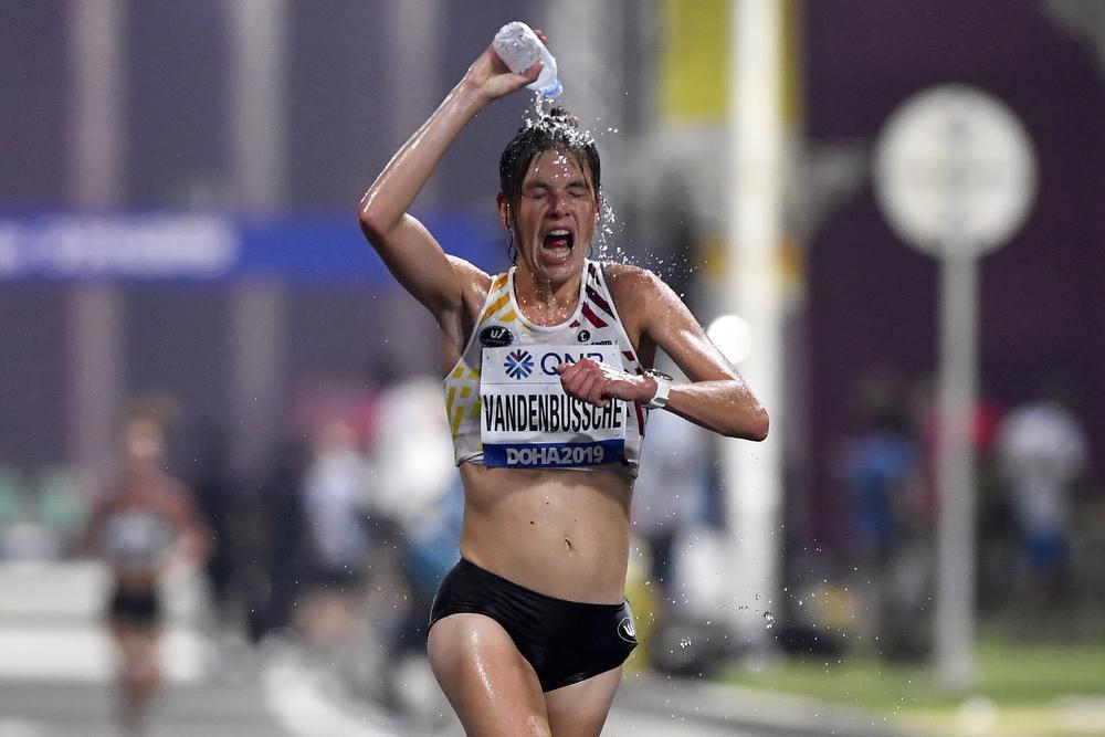 Hanna Vandenbussche geeft op in WK-marathon in waanzinnige omstandigheden