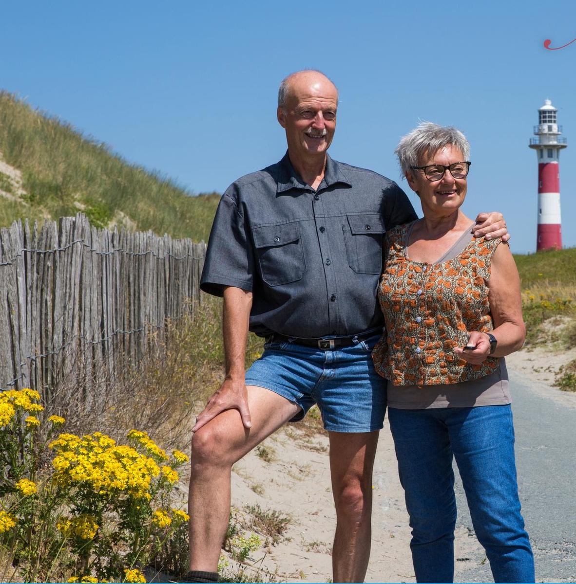 Het koppel verwoede hobbyfotografen Johan Rommelaere en Bernine Deramoudt dat de meeuw heeft gefotografeerd.