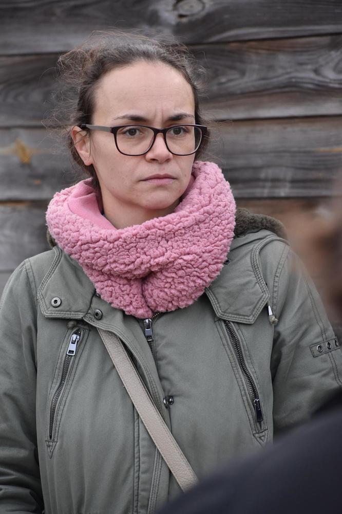 De zus van het slachtoffer: Loïs.
