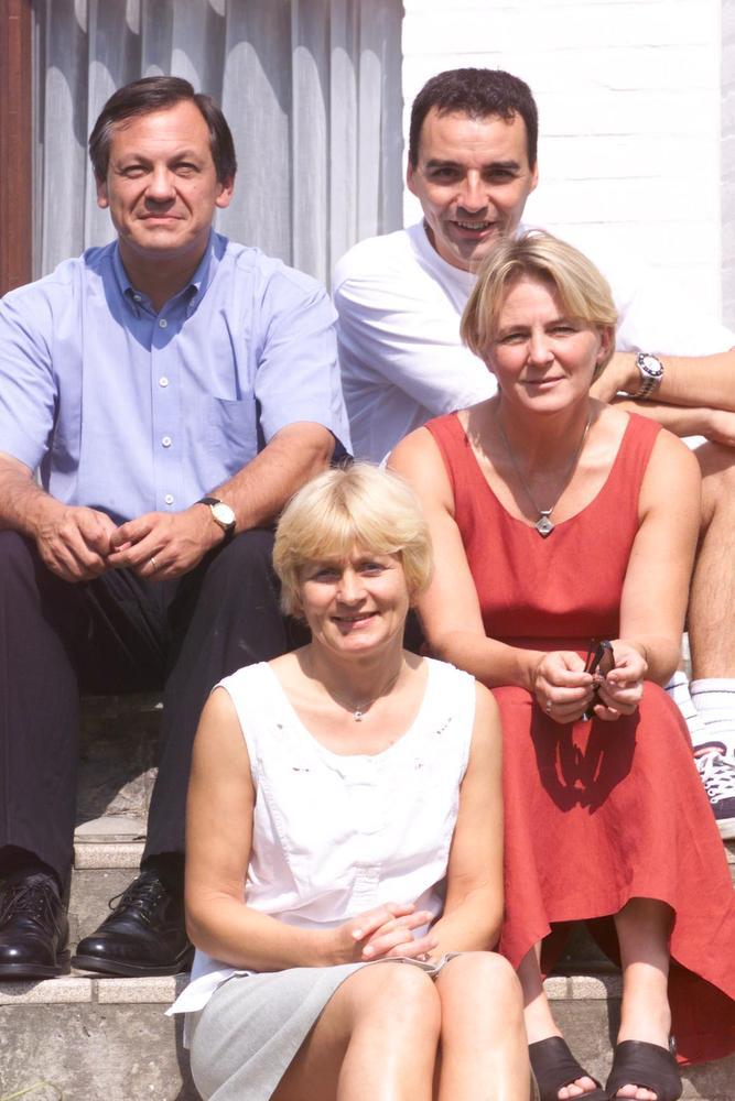 Hilde Veulemans (rechts) trok in 2000 voor het eerst de CVP-lijst. Voormalig nationaal voorzitter Johan Van Hecke (links) had de partij in Oostende verruimd met onder meer Johan Verstreken (boven) en Myriam Azou (onder).