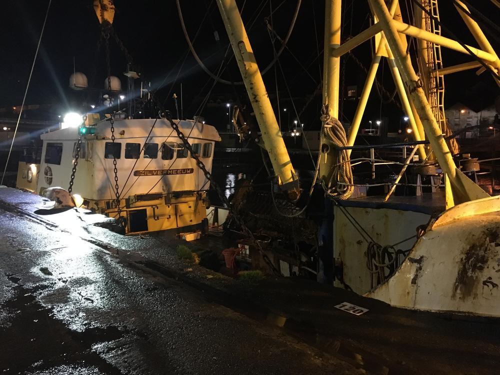 De Zilvermeeuw lag donderdagmorgen vroeg nog in de haven van Milford, maar zou in de loop van de dag vertrekken.