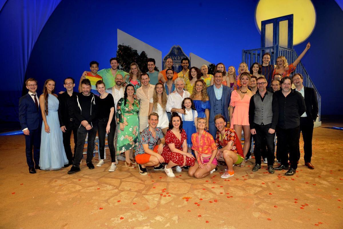 De volledige cast met helemaal links regie-assistent Floris Devooght.