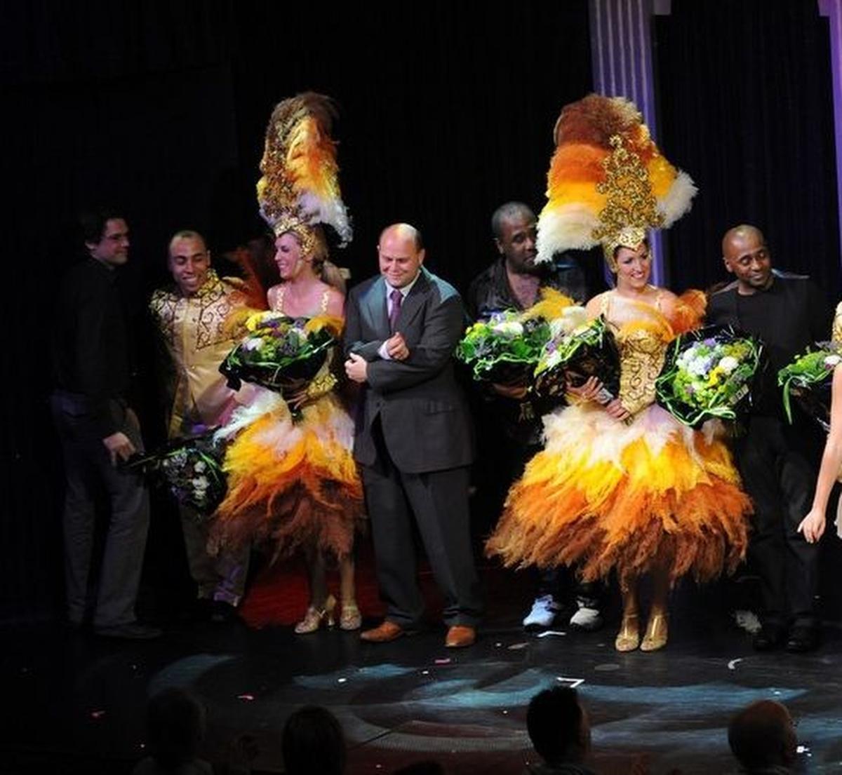 Ben Van den Keybus tussen The Gibson Brothers tijdens de show in 2011.
