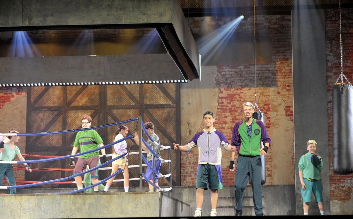 Robbe Christiaens alias bokser Liam tijdens de musical.