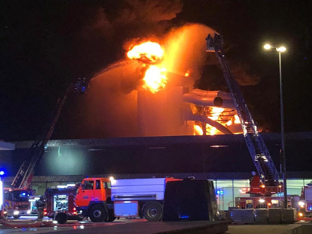 VIDEO - Zware uitslaande brand in nieuw zwembad van Kortrijk:
