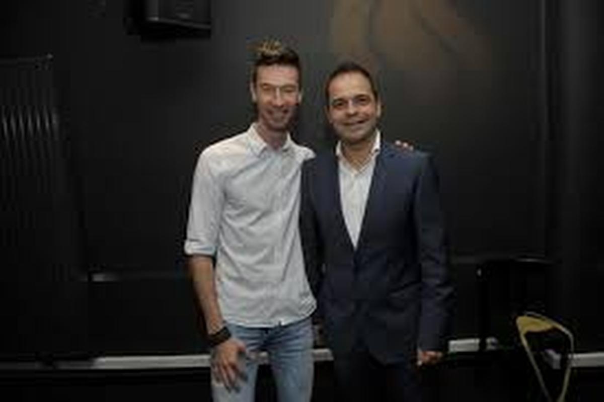 Sam Verhoeven (rechts) van het Fakkeltheater, samen met zijn echtgenoot Michaël Zanders, afkomstig uit West-Vlaanderen.