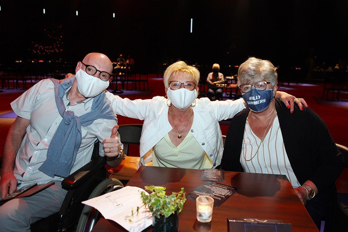 Een West-Vlaams onderonsje met Jean-Paul Corthout, Marijke Moeyaert (beiden uit Roeselare) en Leen Vanda uit Lichtervelde .