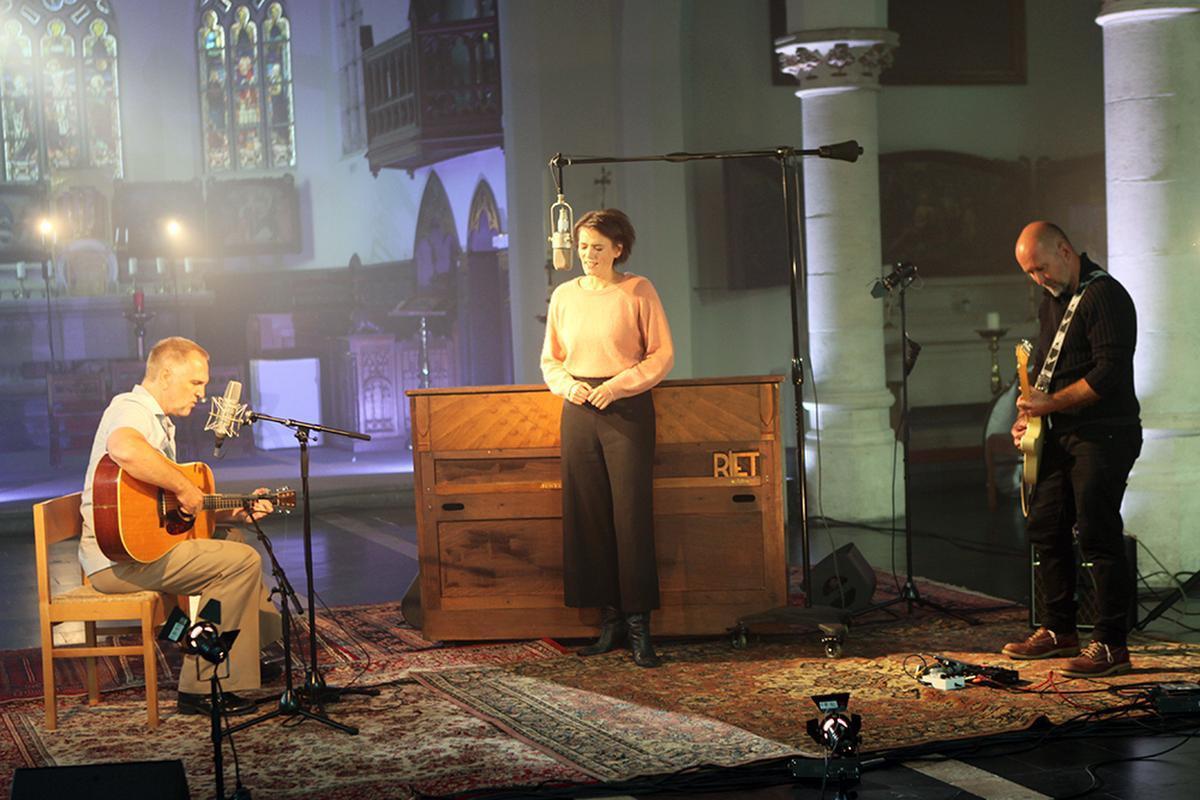 Riet heeft nieuw album 'Aardbeien in januari' en nam concert op in lege kerk