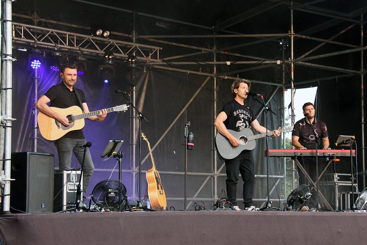 Gene werd begeleid door zijn muzikanten Jan én Jan.