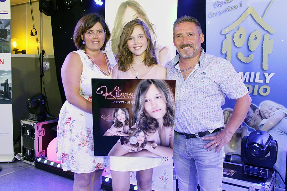 Kitana, samen met haar ouders Virgeni en Andy uit Wevelgem.