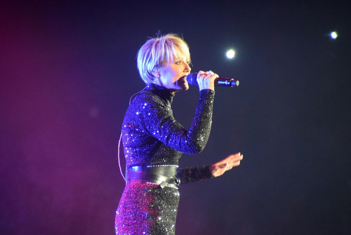 Dit jaar zou de zangeres ook schitteren in het Antwerpse Sportpaleis, maar helaas gaat dat niet door wegens corona. Volgend jaar eind oktober staat Dana er wél.