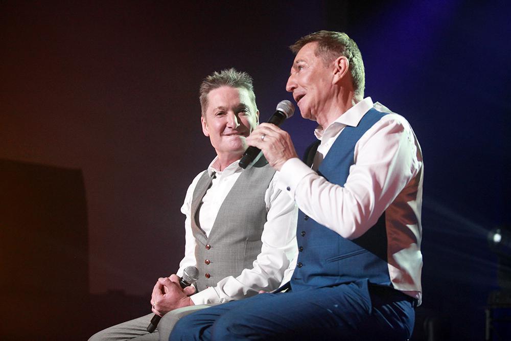 Vorig jaar zaten Bart en Luc gezellig bij elkaar op het podium van Vayamundo in Oostende.