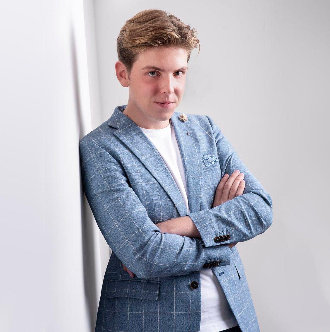 Mervyn uit Brugge lanceert eerste single op 'vrijdag de dertiende' na jaar vol tegenslagen
