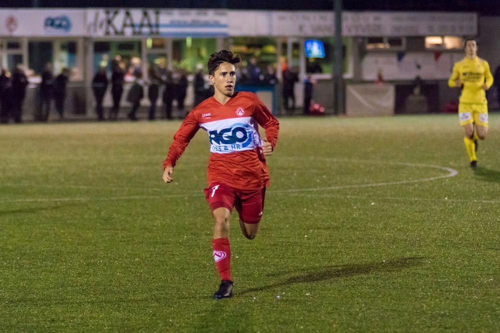 Thomas Timmerman hier aan de slag met de U21 van KVK.