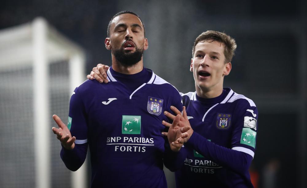 Zulte Waregem verliest slordige pot voetbal met 1-2 van Anderlecht