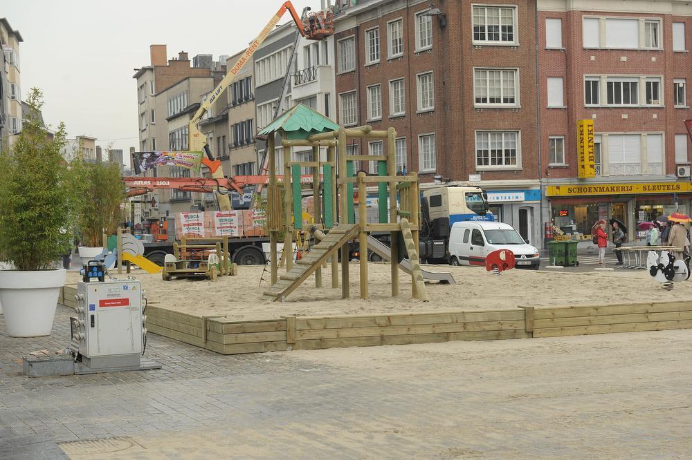 Er staat al jaren een zomerspeelplein op de Grote Markt.