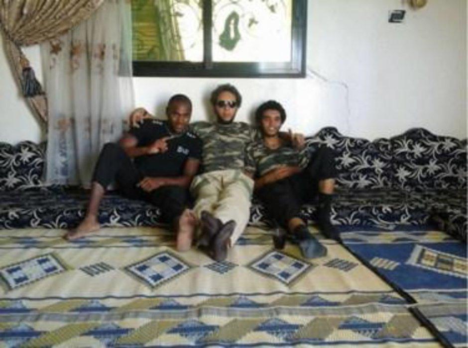 Lucas Van Hessche, Olivier Calebout en Abdelmalek Boutaliss in Syrië.