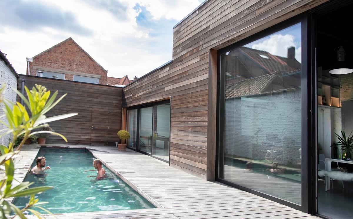 Het zwemkanaal verbindt het gebouw met de toekomstige tentoonstellingsruimte.