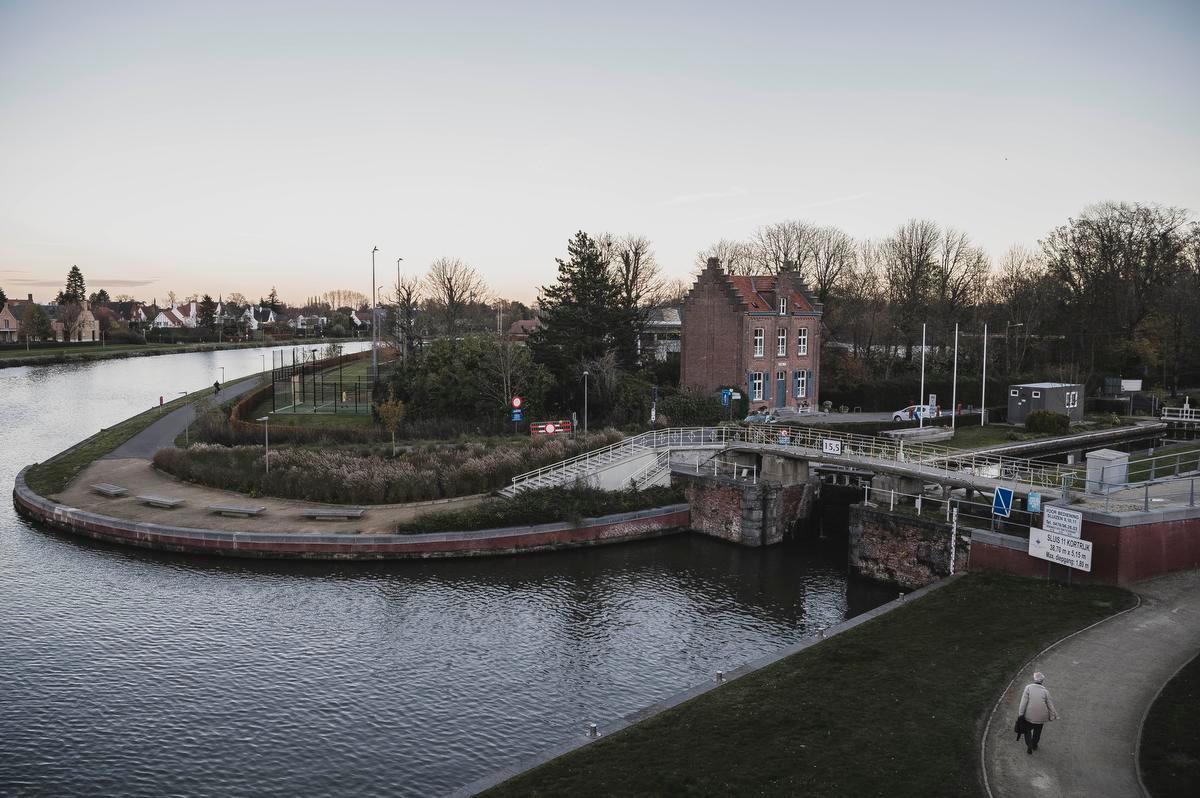 Een van de redenen waarom het rechtdoortracé niet mogelijk lijkt, is het feit dat enkele sluisjes vlak bij Kortrijk beschermd zijn.