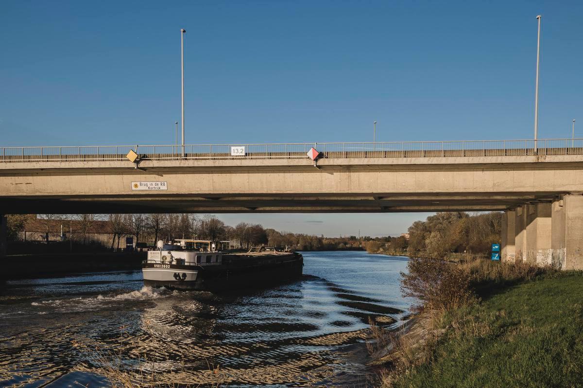 Lokale besturen hebben weinig hoop om Vlaamse middelen naar de regio te halen voor zowel de R8 als voor het kanaalproject.