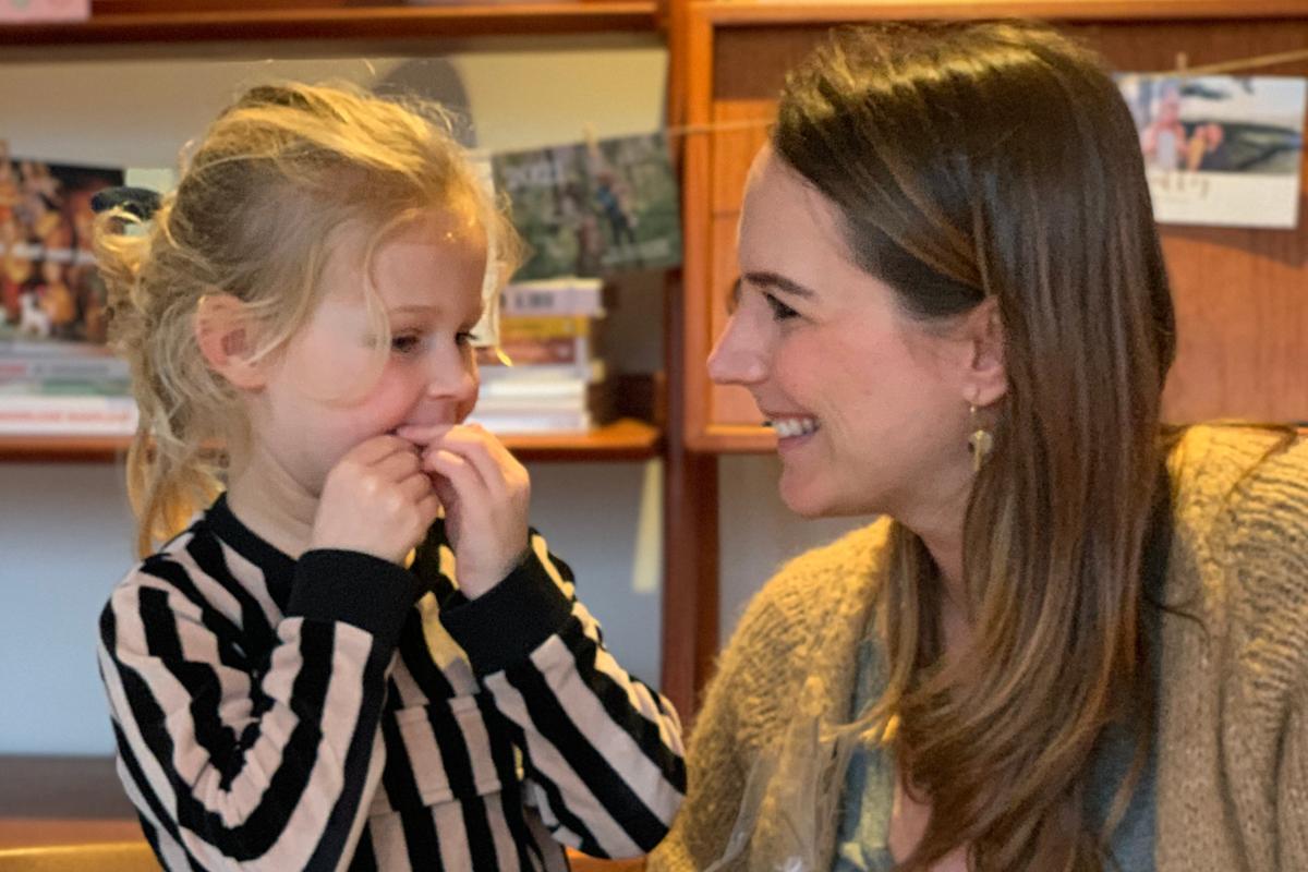 Elle De Leeuw (34): 'Ik dacht dat Jutta een parasiet had, maar het was een onverteerde druif'