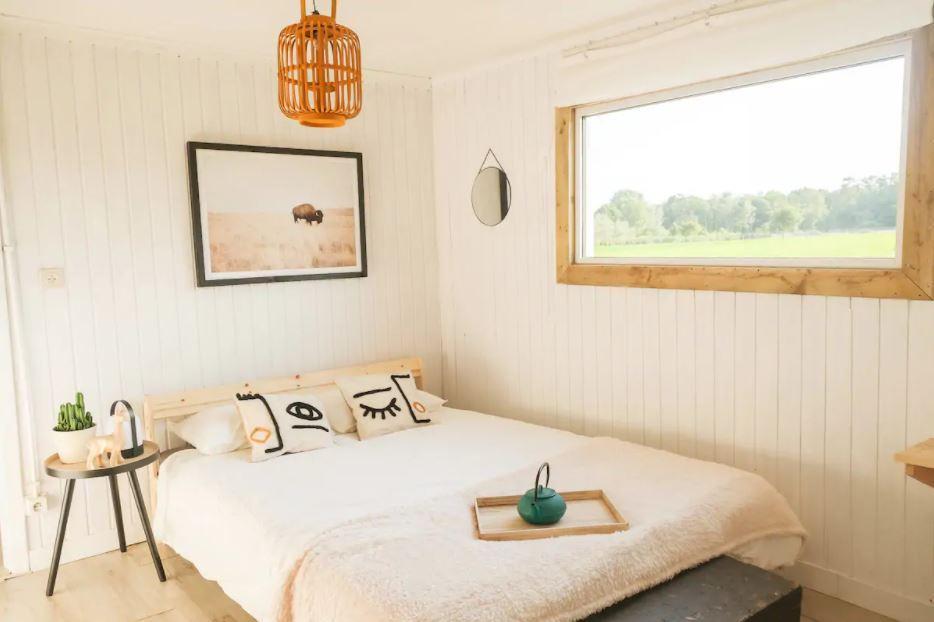 eco-friendly cabin tussen de velden
